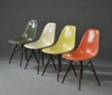 Charles og Ray Eames. Sæt på fire skalstole, glasfiber, model DSW (4)