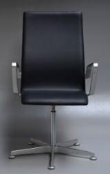 Arne Jacobsen. Oxford armstol, model 3273,'Brown Label'