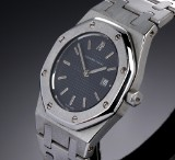 Audemars Piguet 'Royal Oak'. Mid-size ladies watch, steel with dark dial with date