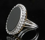Diamond and onyx ring in 18kt approx. 0.30ct