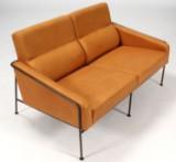 Arne Jacobsen. To-pers. sofa, model 3302, SAS Hotel