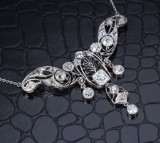 Diamond necklace, platinum. Total approx. 4.95 ct. c. 1910
