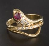 Ring ' Schlange ' 18 kt Gelbgold ca. 6 g mit Diamanten und Rubin