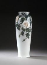 Bing og Grøndahl. Stor vase af porcelæn, 1915-1948