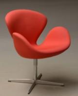 Arne Jacobsen. Svanen. Hvilestol fra år 2011, model 3320, Red Label. Høj version +8 cm