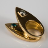 A one-off ring, 585 gold with 2 brilliant cut diamonds, 2 tourmalines (paraiba)