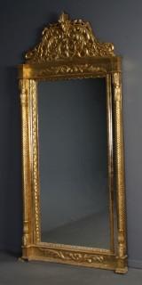 Spejl med ramme af guldbemalet træ