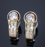 A pair of diamond earrings, 18 kt. gold and white gold, total approx. 1.06 ct. (2)