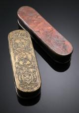 Johann Heinrich Giese m.fl. To snustobaksdåser af messing og kobber, 1700-tallet (2)