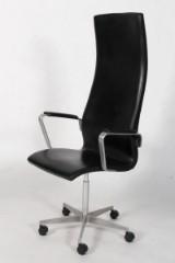 Arne Jacobsen. Højrygget Oxford kontorstol , med armlæn, sort læder