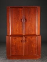 Hjørneskab af teak, 1950'erne, dansk møbelproducent
