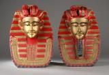 Et par faraobuster af udskåret og bemalet træ (2)