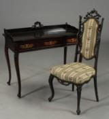 Dameskrivebord samt stol (2)