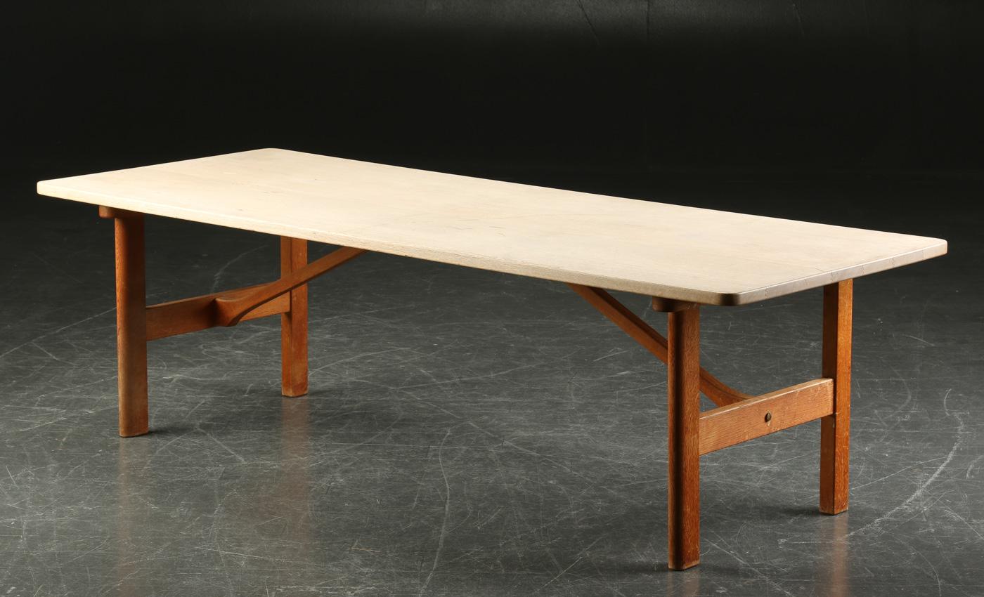 børge mogensen bord Auktionstipset   Børge Mogensen. Sofabord af massiv egetræ, model 5268 børge mogensen bord