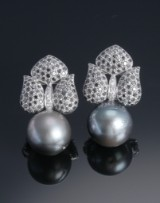 A pair of Tahitian cultured pearl and diamond earrings, mounted in 18 carat whitegold. Pearl Ø approx.16.65 mm (2)