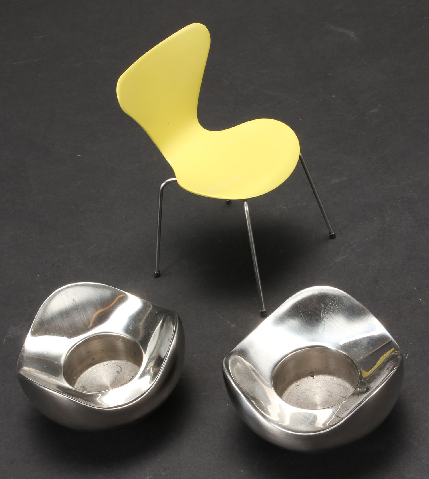 Arne Jacobsen miniature og Georg Jensen Bloom lysestager (3