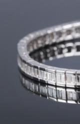 Modern diamond bracelet in 18 kt. white gold, total approx. 5.70 ct