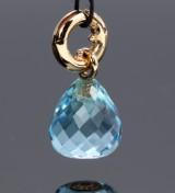 Ole Lynggaard. 'Sweet Drops' charm af 18 kt. rødguld med blå topas og brillant