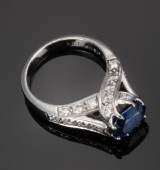 H'Ratch. Vintage sapphire and diamond ring, 18 kt. white gold