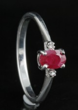 Diamond and ruby ring approx. 0.02ct