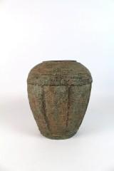 Chinesische Bronzevase mit organischem Motiv