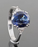 Diamond and sapphire ring, 18kt. white gold, approx. 0.25ct and 5.17ct