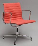 Charles Eames. Kontorstol fra serien 'Aluminium Group' model EA-108