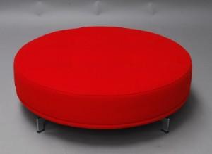 Sofa rund oval  Hannes Wettstein 1958-2008. Stor rund puff, model EJ 450 Delphi ...