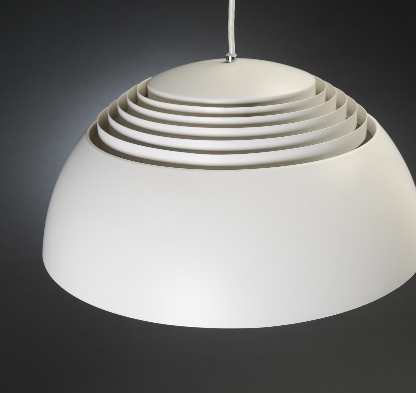 arne jacobsen lampe perfect aj floor lamp med hensyn til. Black Bedroom Furniture Sets. Home Design Ideas