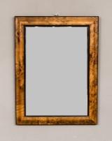 Spegel med rotfanérad ram