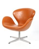 Arne Jacobsen. The Swan easy chair, model 3320, original leather, 2001