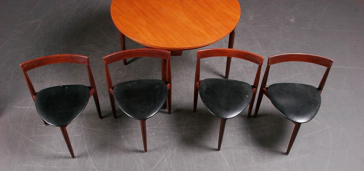 Illum Wikkelsø. Seks stole samt spisebord, teak (7