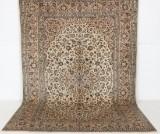Handknuten äkta matta, signerad Keshan, 340x240 cm