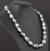 Necklace with Tahiti pearls