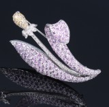 A brooch, flower, 18 kt. white gold with diamonds, pink and yellow sapphires