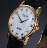 Rolex 'Cellini'. Unisex watch, 18 kt. gold, with mother of pearl dial as well as original strap and clasp, c. 2001