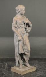 Haveskulptur i form af kvinde, bronzepatineret polyresin