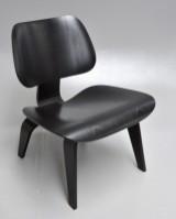 Charles Eames. LCW, lounge hvilestol i sortlaseret ask fra år 2016