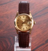 Rolex 'Datejust'. Vintage mid-size watch, 18 kt. gold with champagne-coloured dial, c. 1975