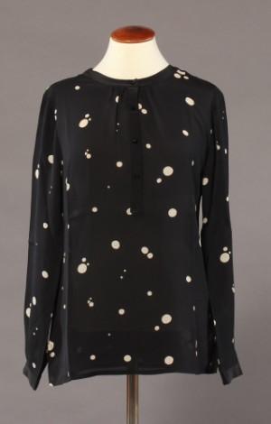 a89c82d01688 Charlotte Sparre. Boheme silke bluse med swarovski knapper