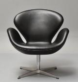 Arne Jacobsen. Svanen med returdrej. Lounge stol i 'Vacona' anilin læder fra år 2013