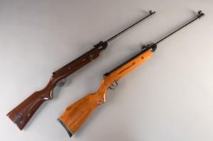 To luftgeværer kal 4,5 mm (2) - Dk, Næstved, Gl. Holstedvej - To luftgeværer kal 4,5 mm. Kan erhverves af alle over 18 år. (2) - Dk, Næstved, Gl. Holstedvej