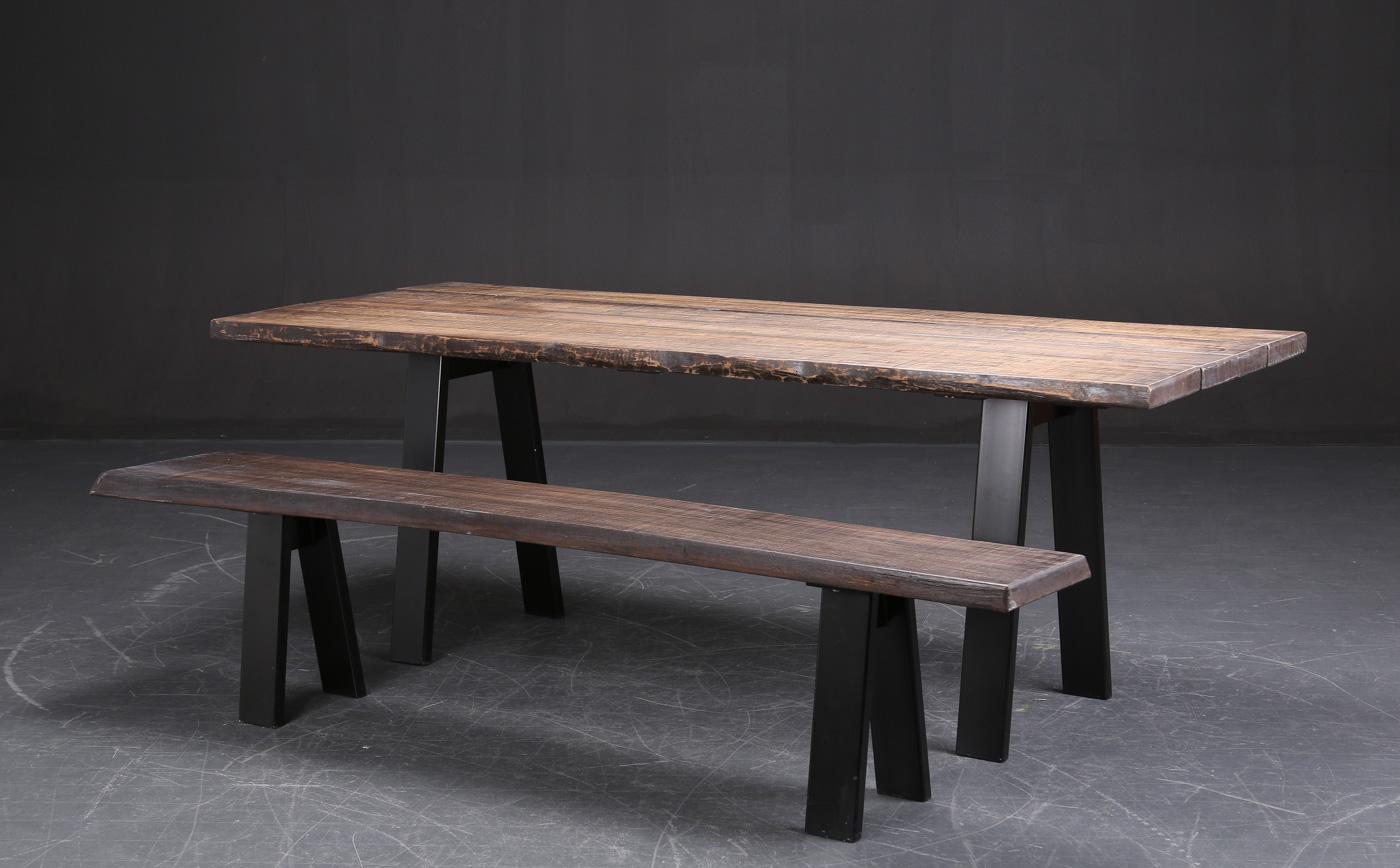 Auktionstipset - Unika spisebord med bænk, oliebehandlet eg, sort ...