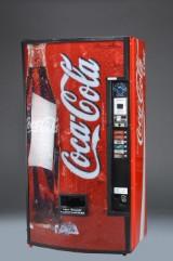 Coca Cola Automat. Signeret af 'Super Brian'