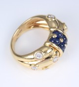 A modern sapphire and diamond ring, 18 kt. gold, diamonds, total approx. 0.60 ct