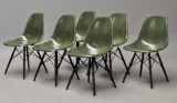 Charles Eames. Sæt på seks grønne glasfiber skalstole, model DSW (6)