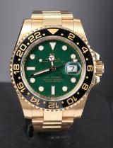 Rolex GMT Master II, herrearmbåndsur af 18 kt. guld.