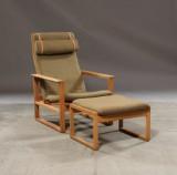 Børge Mogensen 1914-1972. Højrygget slædestol model 2254 samt tilhørende skammel model 2248 (2)