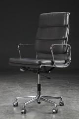 Charles Eames. Soft Pad lounge stol, model EA-219