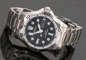 39e58722787 Seiko Divers 200 m. Herredykkerur med dag og dato